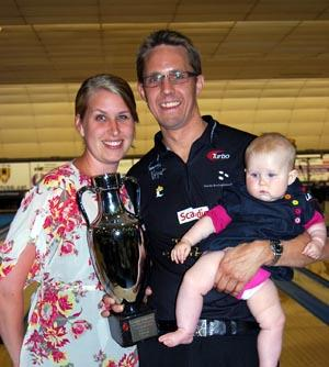 Larsen with Diana and Isabella (plus trophy)