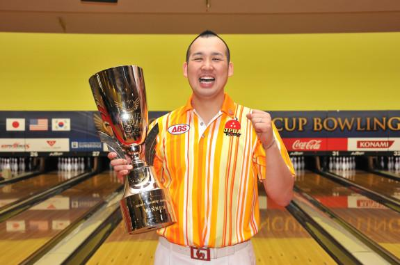 Yuya Katoh won his 2013 Japan Cup title in the event's first-ever all-Japan title match.